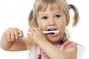 child brushing teeth eugene dentist patient | Eugene Oregon Kids Dentist